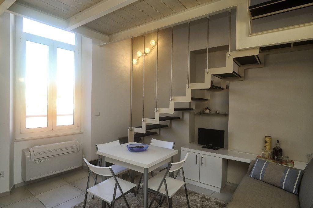 Via torino grazioso appartamento ristrutturato e arredato for Appartamento arredato torino
